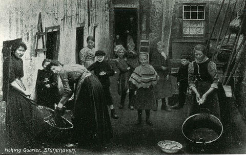 Fishing Quarter - Women and children in the Old Town