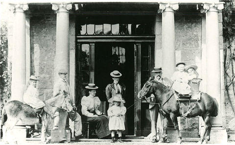 Family at the door of Dunnottar House