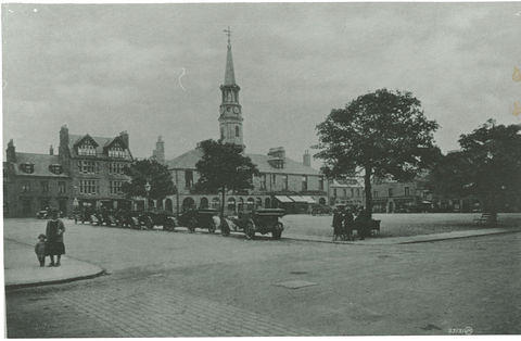 Cars lined up on Margaret Street, next to Market Square